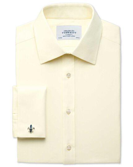 Slim Fit Hemd aus ägyptischer Baumwolle und Cavalry-Twill-Gewebe in Gelb