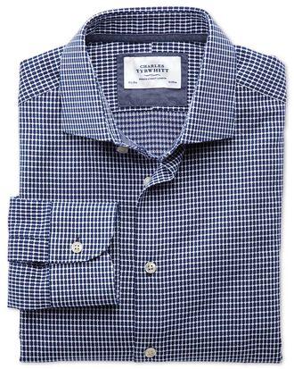 Extra Slim Fit Business-Casual Hemd mit Semi-Haifischkragen in Marineblau und Weiß mit ovalem Dobbymuster