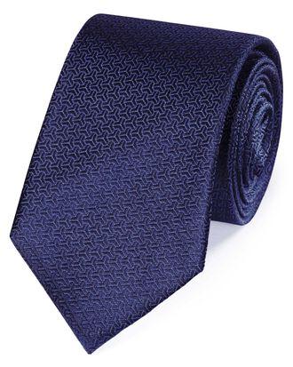 Cravate classique bleu foncé partiellement unie en soie à motif flèche