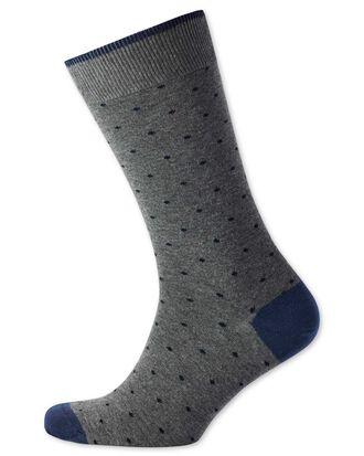 Chaussettes grises et bleu marine à pois