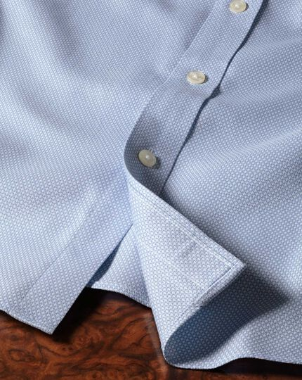 Chemise bleu ciel en tissu nid d'abeille coupe droite sans repassage