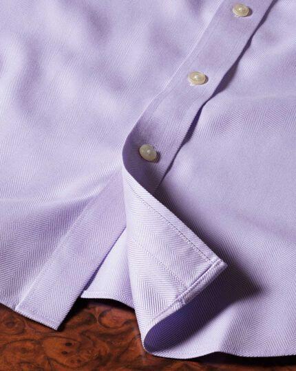 Bügelfreies Extra Slim Fit Hemd mit Haifischkragen in Flieder mit Fischgrätmuster