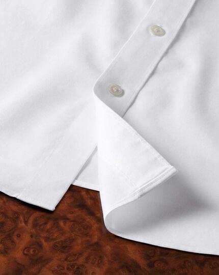 Bügelfreies Slim Fit Luxushemd mit Semi-Haifischkragen in Weiß