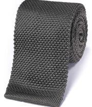 Schmale klassische Strickkrawatte aus Seide in Grau