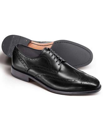Hedley Budapester-Schuh mit Flügelkappen in Schwarz