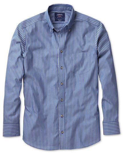Bügelfreies Slim Fit Hemd aus Popeline in Blau und Weiß mit Streifen