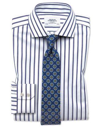 Bügelfreies Extra Slim Fit Hemd mit Haifischkragen in Weiß und Blau mit Bengal-Streifen