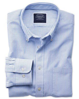 Chemise blanche et bleue en oxford délavé coupe droite à rayures et col boutonné