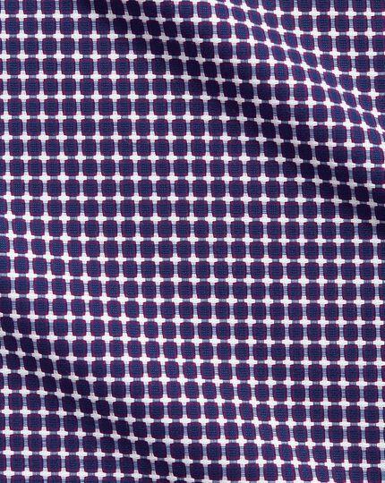 Chemise business casual bleue et rose coupe droite sans repassage avec textures modernes