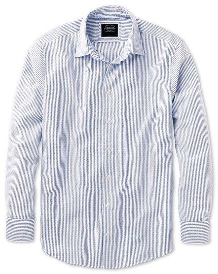 Chemise blanche et bleue en tissu délavé texturé coupe droite à rayures
