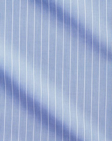 Bügelfreies Extra Slim Fit Winchester Hemd mit Haifischkragen in Blau und Weiß