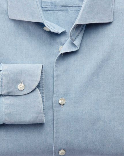 Extra Slim Fit Business-Casual Chambray-Hemd mit Semi-Haifischkragen in Jeansblau