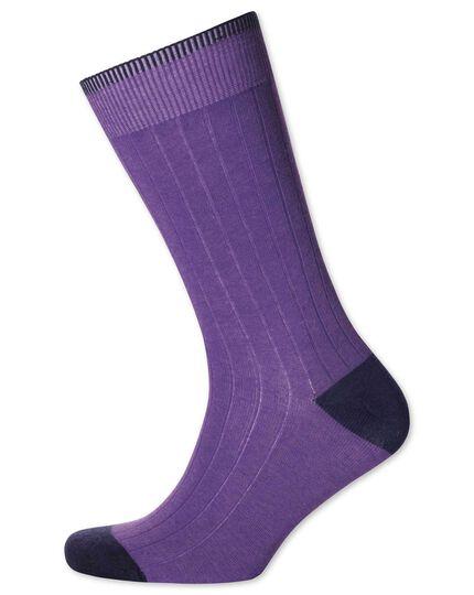 Chaussettes violettes côtelées