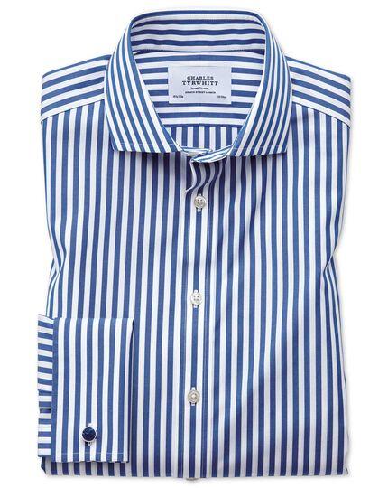 Bügelfreies Slim Fit Hemd mit Haifischkragen in Blau mit Bengal-Streifen
