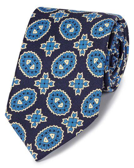 Cravate bleu marine et bleue en luxueuse soie anglaise avec imprimé médaillon