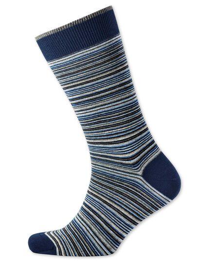 Socken in Grau und Blau mit Bunten feinen Streifen