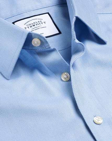 Bügelfreies Hemd mit Fischgrätmuster - Himmelblau