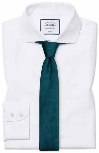Bügelfreies Extra Slim Fit Hemd mit Haifischkragen und Fischgrätmuster in Weiß