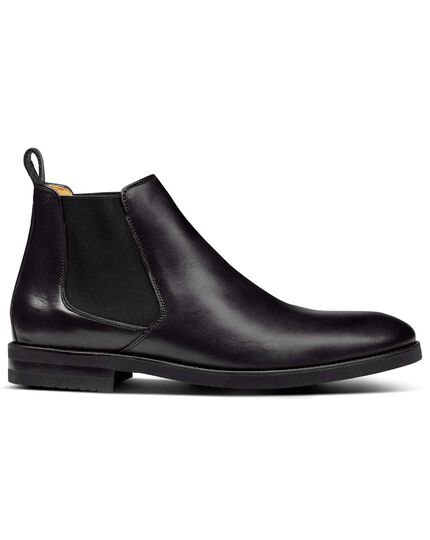 Black extra lightweight Chelsea boots