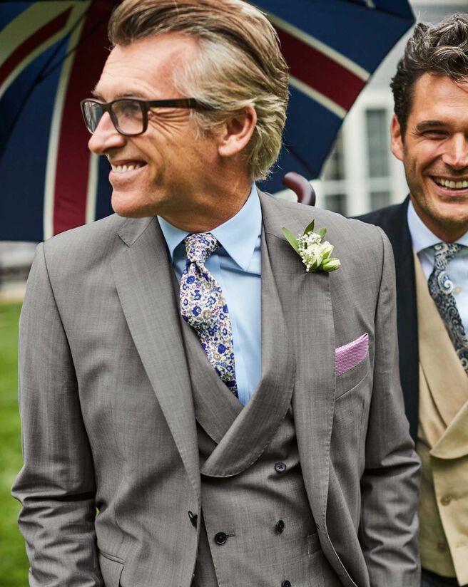 Slim Fit Luxusanzug aus italienischer Wolle in Grau