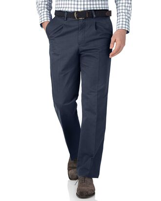 Classic Fit Chinohose mit Bundfalte in Airforceblau