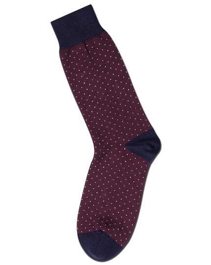 Socken mit feinen Strichen in Burgunderrot und Weiß