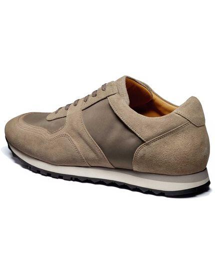 Sneaker in Hellbraun