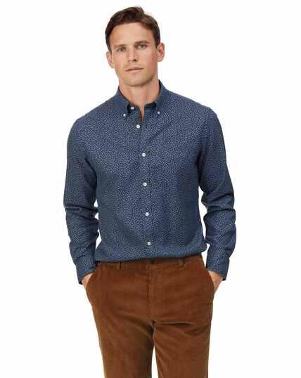 Marineblauw strijkvrij overhemd van keperstof met bladprint en zachte wassing, slanke pasvorm