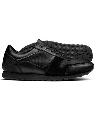 Sneakers in Schwarz