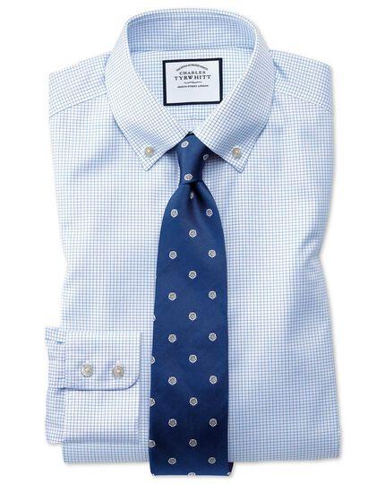 Chemise bleu ciel en twill coupe droite à petits carreaux simples et col boutonné sans repassage