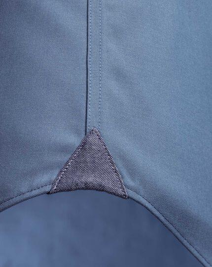 Bügelfreies Slim Fit Business-Casual Hemd mit Button-down Kragen in Mittelblau