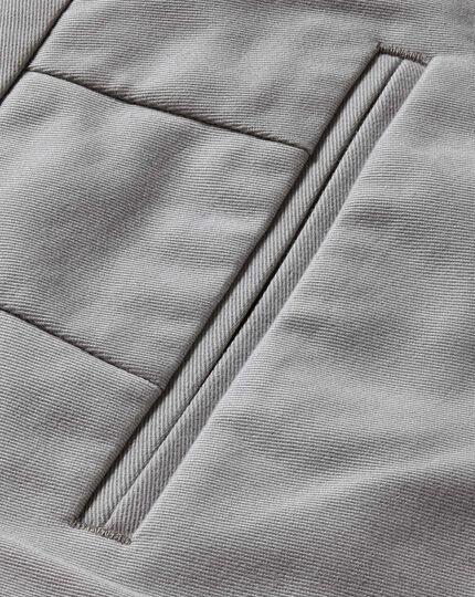 Pantalon chino gris argent coupe droite à devant plat sans repassage