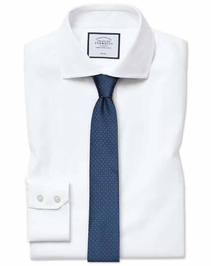Bügelfreies Slim Fit Oxfordhemd aus Stretch-Baumwolle mit Haifischkragen in Weiß