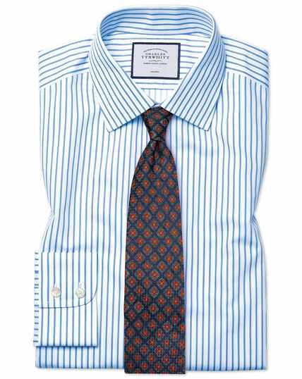 Chemise blanche et bleu ciel en twill slim fit à rayures sans repassage