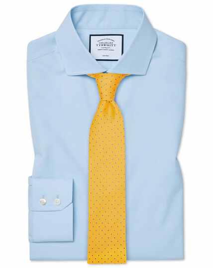 Hemelsblauw, strijkvrij natuurlijk fris overhemd met cut-away kraag en slanke pasvorm