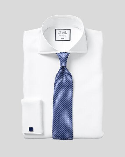 Bügelfreies Slim Fit Twill-Hemd mit Extrem-Haifischkragen in Weiß