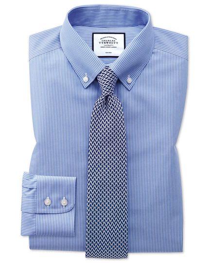 Bügelfreies Classic Fit Button-down-Hemd mit Streifenmuster in Blau und Weiß