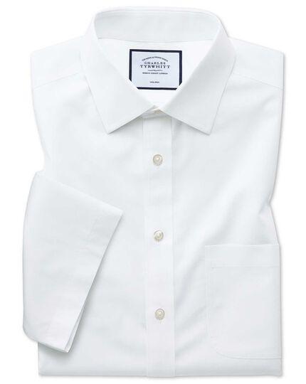 Chemise blanche en matière fraîche naturelle coupe droite à manches courtes sans repassage