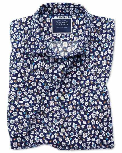 Kurzärmeliges Slim Fit Hemd aus Baumwolle/Leinen mit Blumenmuster in Marineblau