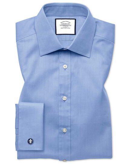 Extra Slim Fit Hemd mit feinem Fischgrätmuster in Himmelblau