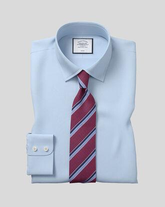 Chemise bleu ciel en popeline sans repassage avec coupe droite