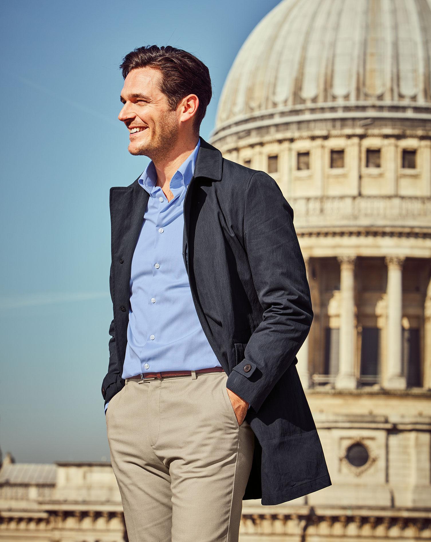 Bügelfreies Slim Fit Business Casual Hemd mit Button down Kragen in Himmelblau
