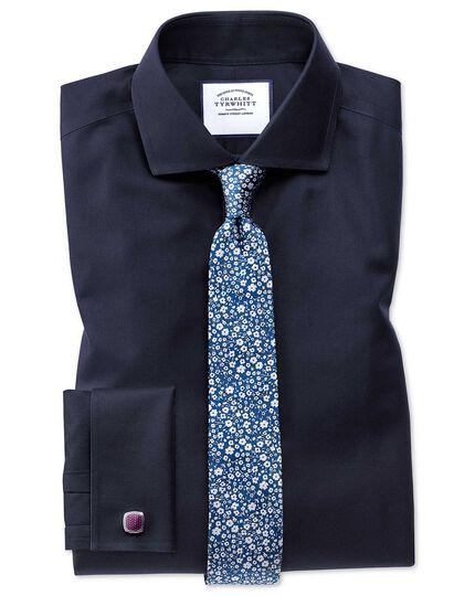 Schmale klassische Krawatte aus Seide mit Fil-à-Fil-Webung und Blumenmuster in Blau und Weiß