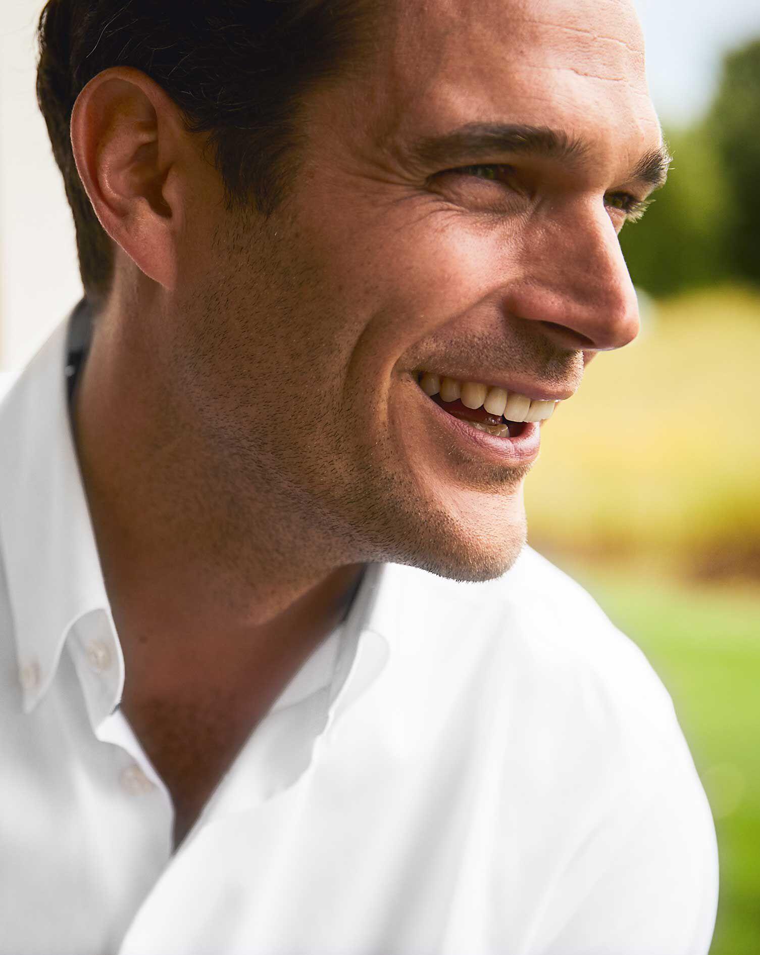 Bügelfreies Slim Fit Business Casual Hemd in Weiß