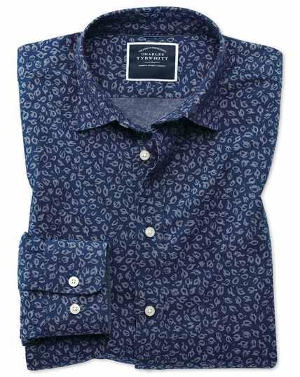 Chemise bleue en chambray slim fit à imprimé feuilles