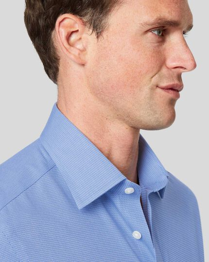 Bügelfreies Hemd mit Kent-Kragen und Mini-Fischgrätmuster - Blau