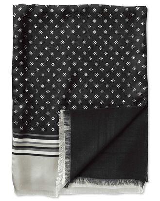 Écharpe noire en soie à motif géométrique