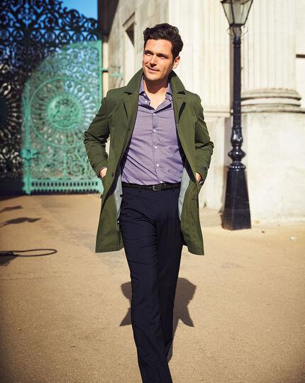 Bügelfreies Slim Fit Business-Casual-Hemd mit Dobby-Struktur und rechteckigem Muster in Rosa und Marineblau