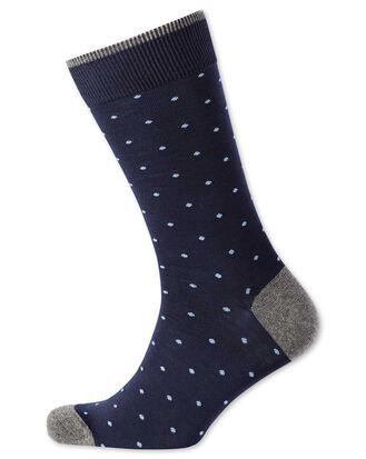Chaussettes bleu marine et blanches à pois