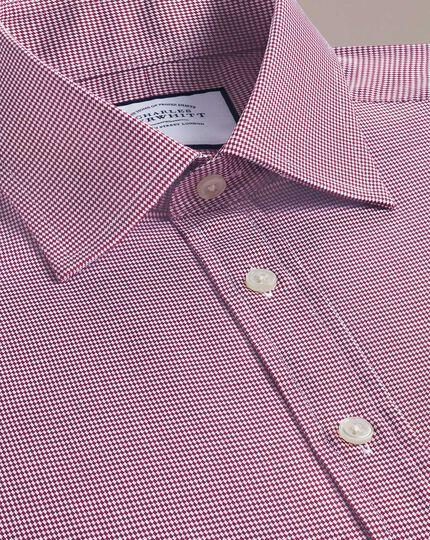 Slim Fit Hemd aus ägyptischer Baumwolle mit kleinem Hahnentrittmuster in Rot